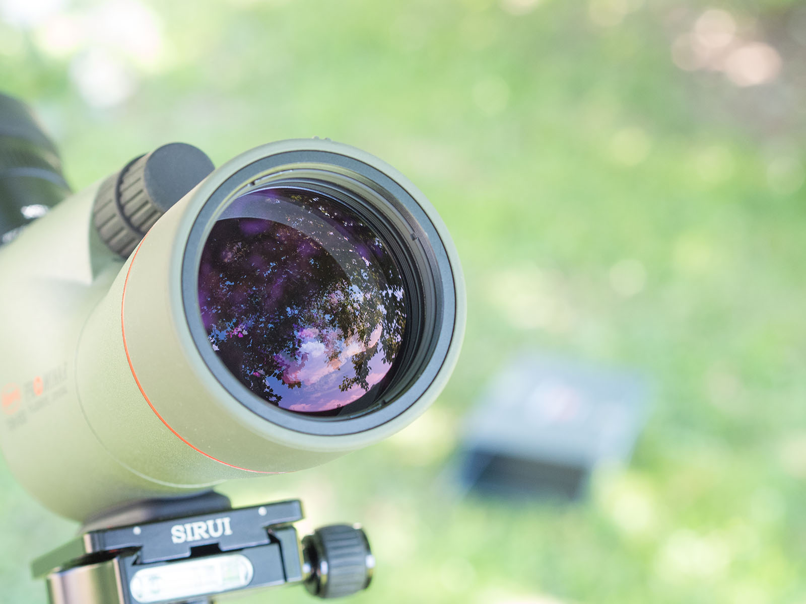 Un bel primo piano sul performante obiettivo da 55 mm di diametro