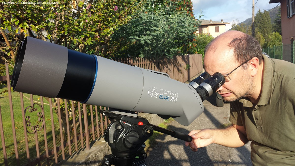 Paolo Monti osserva con gli oculari Docter UWA 12.5mm