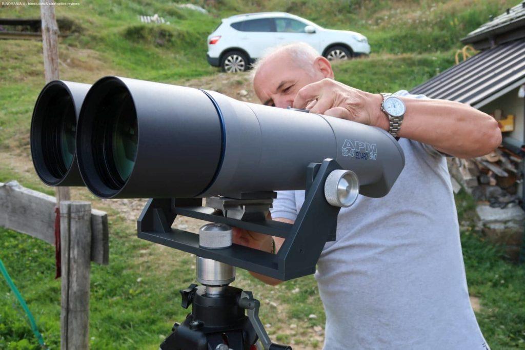 Elio Biffi armeggia con l'APM 120 sulla forcella di sua invenzion