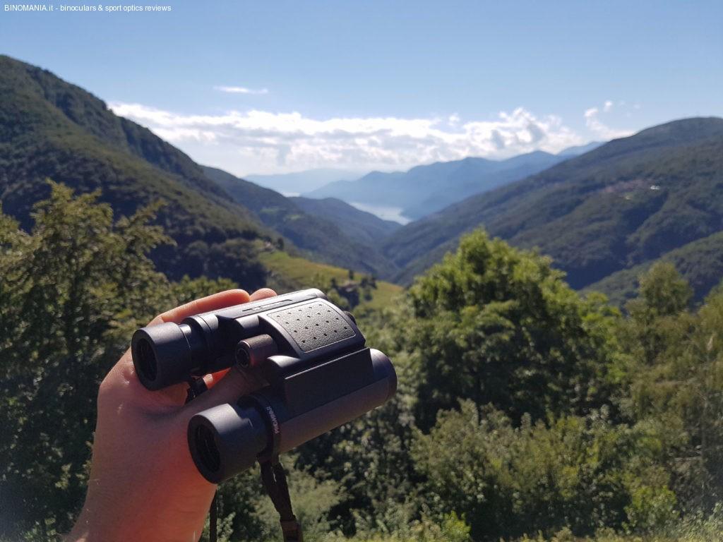 Panorama sulle Valli del Luinese: sullo sfondo il Lago Maggiore.