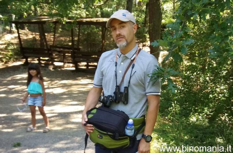 Piergiovanni Salimbeni utilizza un binocolo compatto e una mirrorless durante una visita allo zoo di Pistoia