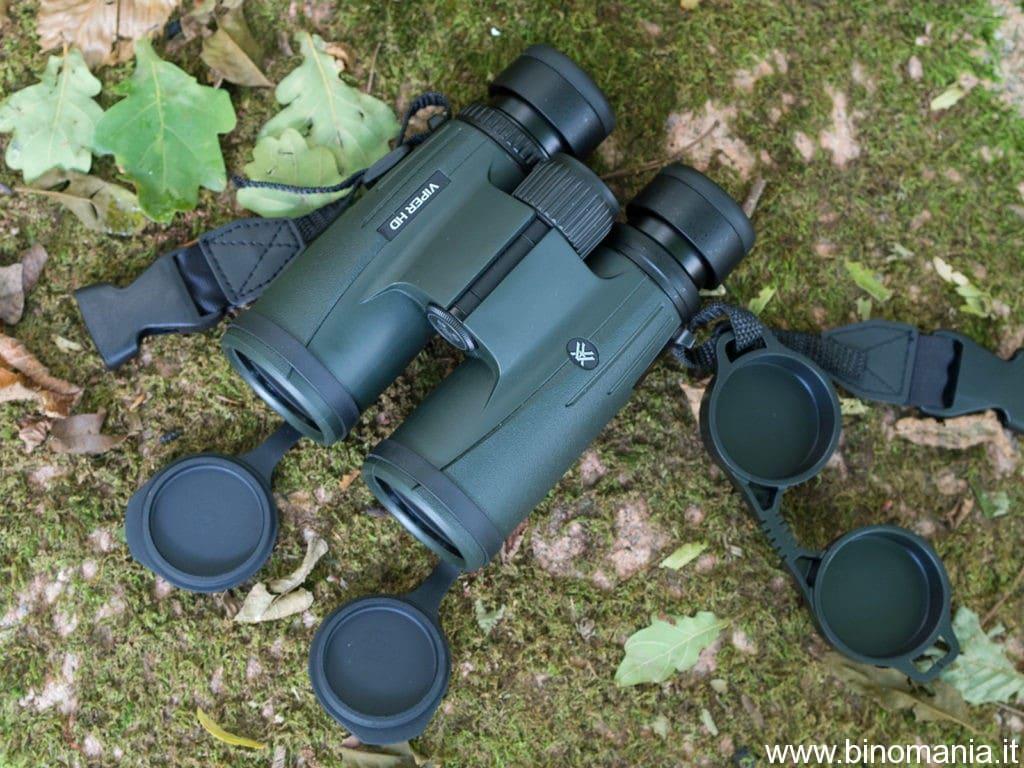 foto del binocolo Vortex Viper in mezzo al bosco