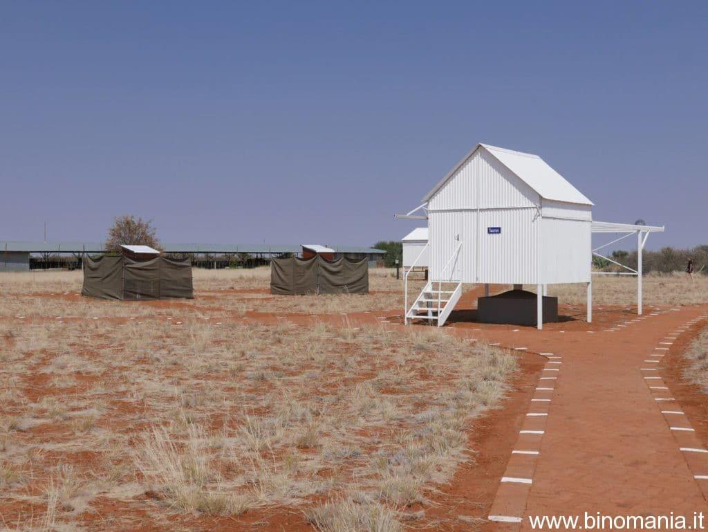 Alcuni osservatori a palafitta con tetto scorrevole presenti nella Farm