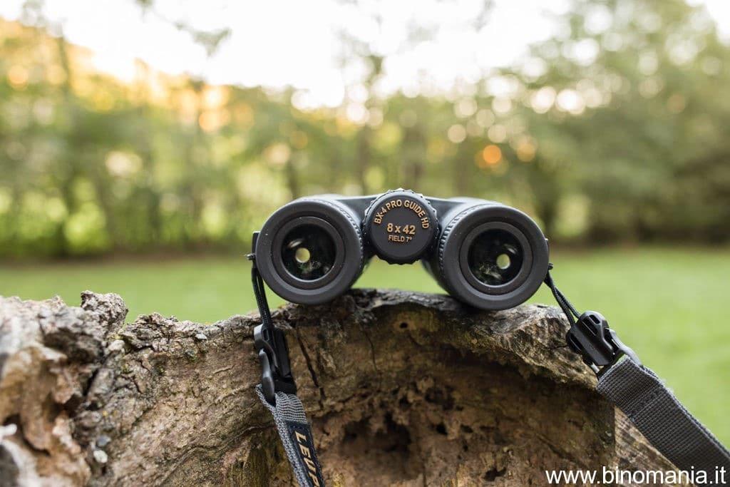 Un primo piano sugli oculari del binocolo Leupold
