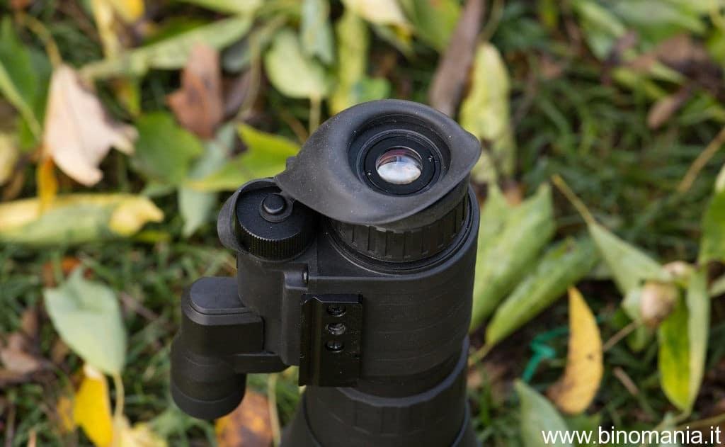 l'oculare è dotato di un nuovo schema ottico a cinque elementi