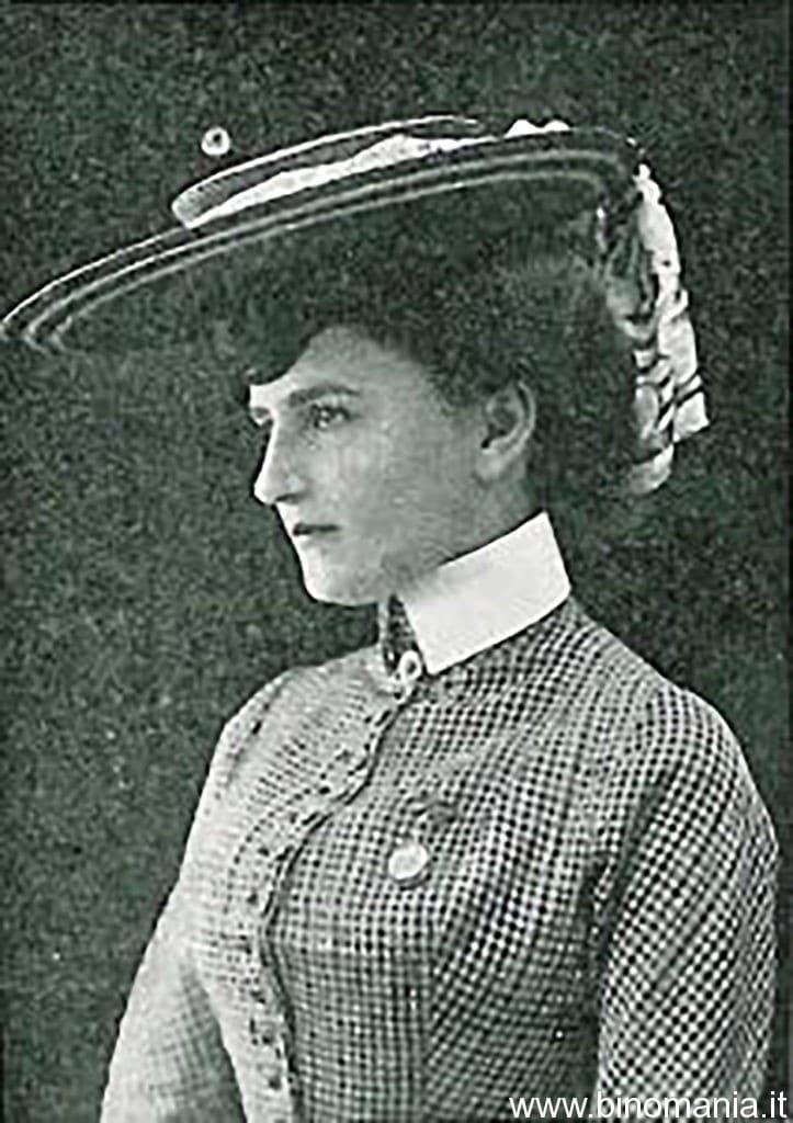 Una fotografia d'epoca ritrae Jadwika Mrozowska da giovane