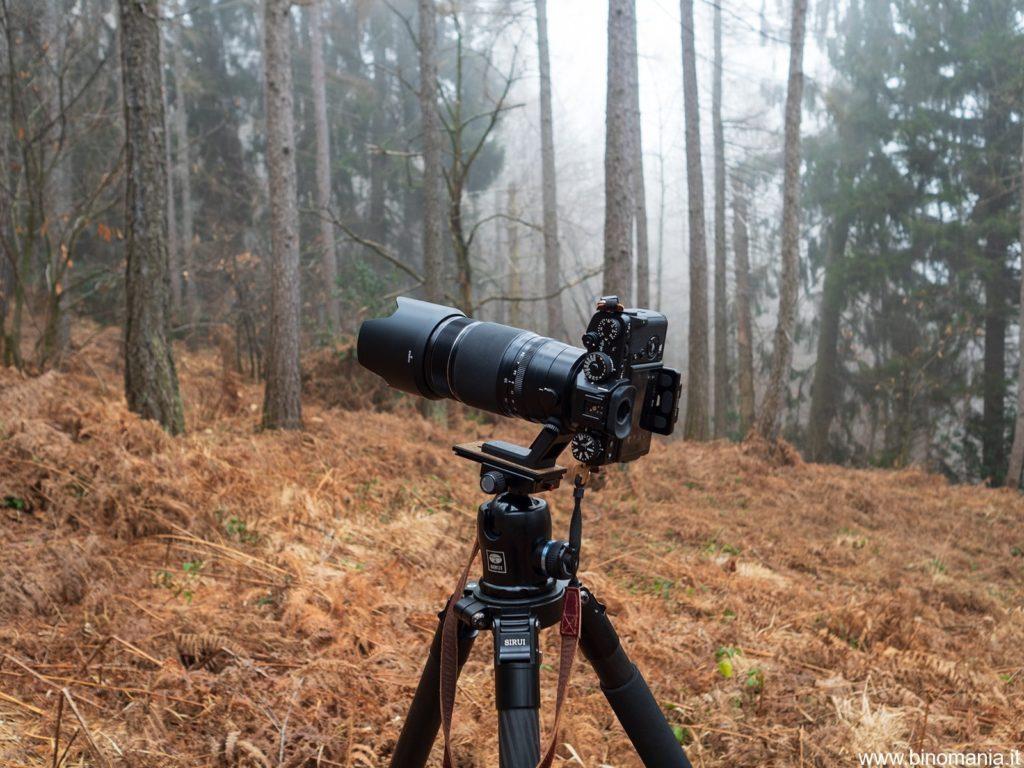 La Fujifilm X-T3 con il XF 50-140mm f/2.8 R LM OIS WR durante una prova sul campo