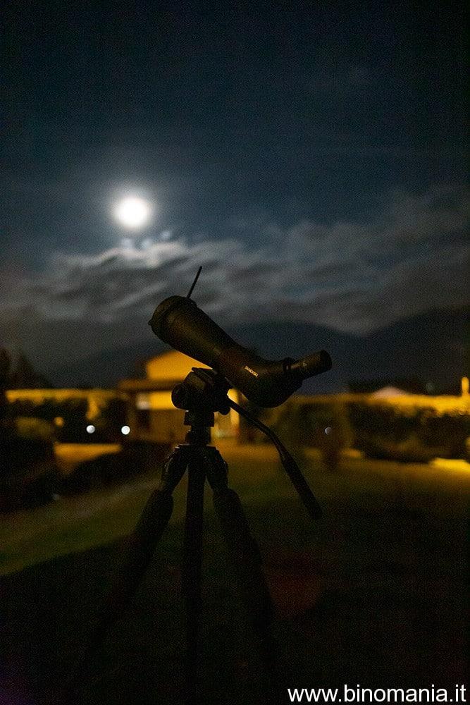 L'osservazione lunare a mezzanotte con gli oculari astronomici è stata decisamente piacevole