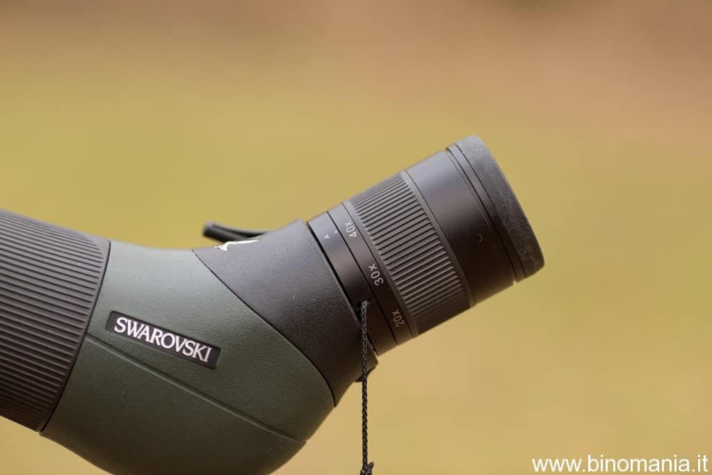 Tra oculare e prisma è presente una lente neutra per evitare l'infiltrazione di polvere