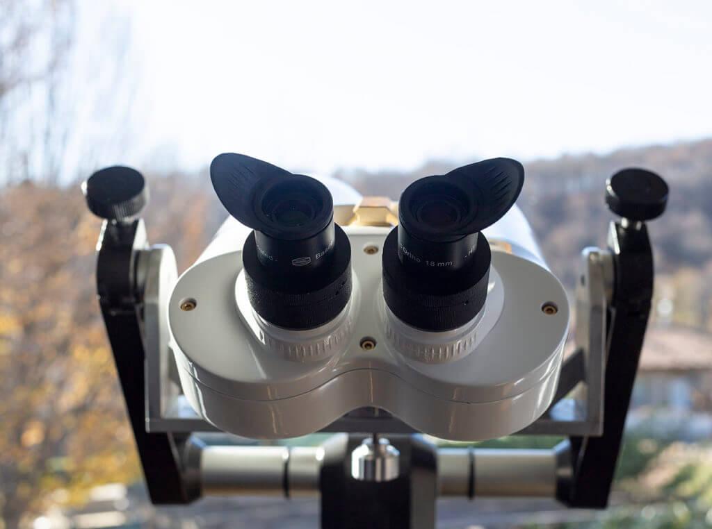Un'altra piacevole sorpresa: tutti gli oculari Baader Classic vanno a fuoco con i binocoli giganti o almeno con il nuovo Oberwerk SD che ho in visione. Un paio di 6 mm per la Luna potrebbero essere un bel regalo di Natale