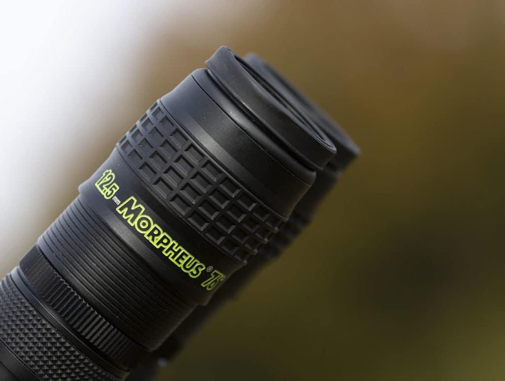 In questa immagine è visibile la parte del barilotto da due pollici di diametro, come vedete sono presenti anche delle zone anti-scivolo nei pressi della lente di campo